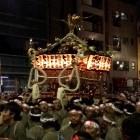 鳥越神社の例大祭  千貫神輿の大迫力の渡御が行われました!