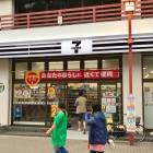 黒いセブンイレブンが浅草に登場! なぜ黒いの? しかもとても便利な店舗だった!